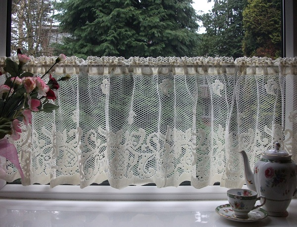 Nottingham Lace Cotton Cafe Curtain CN1a